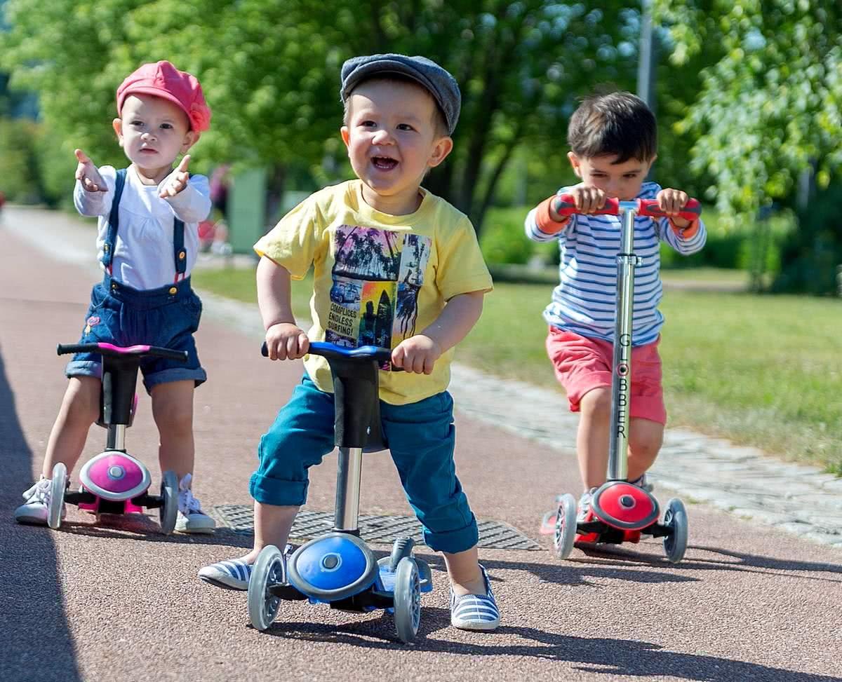 Детский Самокат GLOBBER PRIMO PLUS TITANIUM со светящимися колесами